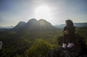 Wisata Bukit Batu Langara di Kawasan Geopark Meratus