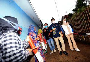 Shalawat Nabi dan Kentongan sambut Menteri Sandiaga Uno di Desa Wisata Saung Ciburial