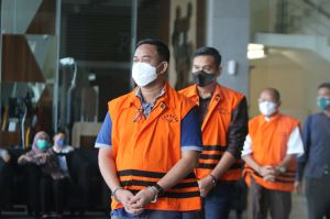 Pemeriksaan Lanjutan Tersangka 10 Anggota DPRD Muara Enim di KPK