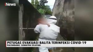 Petugas Medis Evakuasi Balita yang Terinfeksi COVID-19
