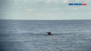 KRI John Lee Selamatkan ABK Kapal Asing yang Jatuh di Laut