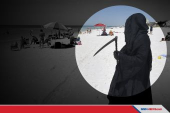 'Malaikat Maut' Protes Pembukaan Pantai Saat Pandemi Covid-19