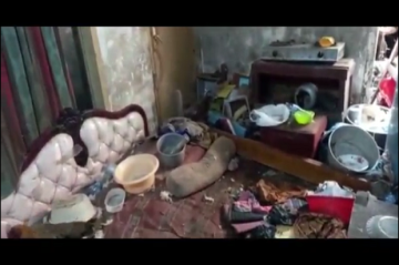 Miris, Nenek Renta di Tasikmalaya Hidup dengan Ayam dan Kucing