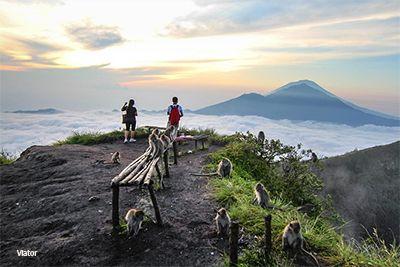 Destinasi Menakjubkan di Indonesia untuk Pendaki dan Pesepeda