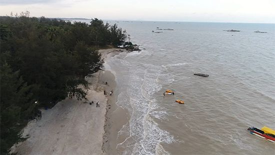 Cantiknya Pantai Van Semujur, Rekomendasi Rekreasi Akhir Pekan Keluarga