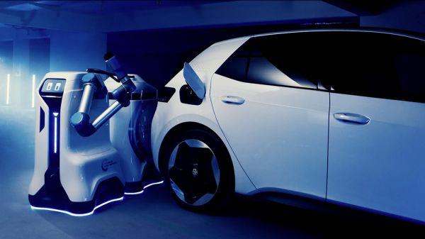 Begini Cara Kerja Robot Volkswagen Mengisi Daya Mobil ...