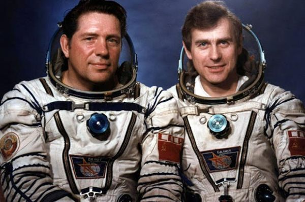 10 Longest astronaut missions in space, a record holding by Valery Polyakov
