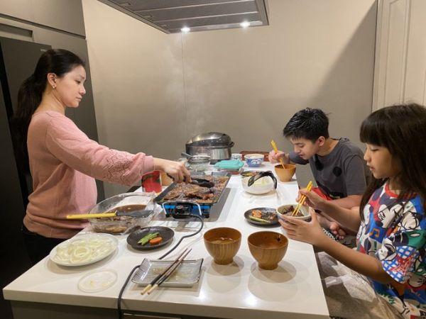 Lama Tak ke Restoran, Yusril Nikmati Masakan Jepang di Rumah