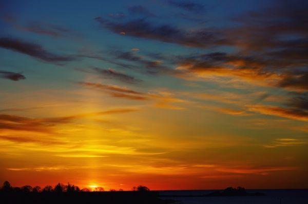 Foto-foto Indah Fenomena Pilar Matahari yang Terjadi di Awal 2021
