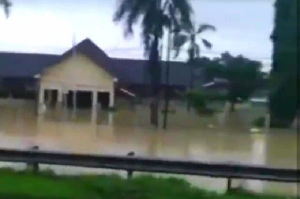 Pagi Ini Banjir di Karawang Makin Meluas, 8.539 Rumah Terendam Ribuan Orang Mengungsi