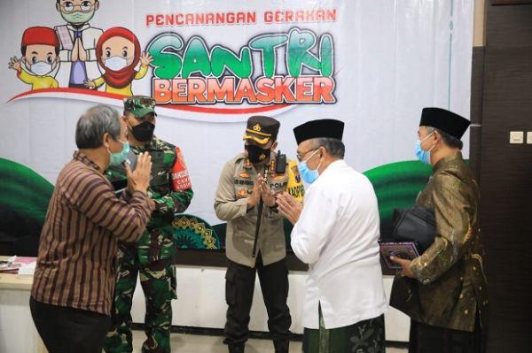 Gerakan Santri Bermasker, Kapolresta Malang Kota: Kita Bangun Kolaborasi Lawan COVID-19