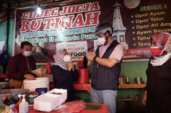 Anies Posting Makan Gudeg di Kaki Lima, Netizen: Keren Cara Bapak Mempromosikan Jakarta