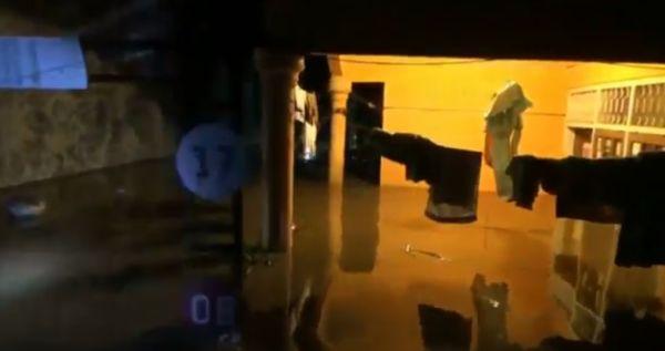 Ratusan Rumah di Pasuruan Diterjang Banjir, Jalur Pantura Ditutup