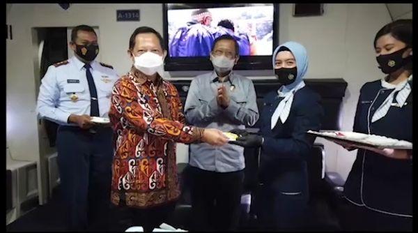 Menko Polhukam Bersama Mendagri Rayakan HUT ke-75 TNI AU dari kabin C-130 Hercules