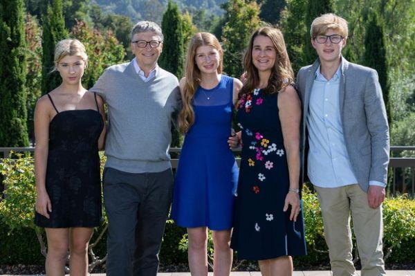 Pernikahan Kandas, Ini Lima Momen Romantis Bill Gates bersama Melinda