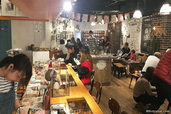 7 Kafe Unik yang Bisa Kalian Kunjungi Kalau Pergi ke Jepang
