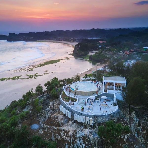 Kunung Kitul es el sitio de vacunación Kovit-19 más hermoso del mundo, con un mar de vitaminas extra