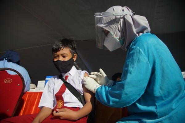 Kejar Target Herd Immunity, Vaksinasi Massal di Surabaya Terus Digeber