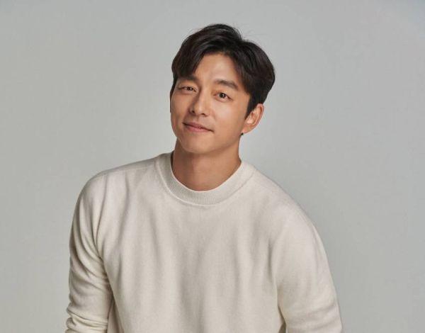 5 Potret Aktor Korea Berlesung Pipi, Nomor 3 Senyumnya Bikin Meleleh