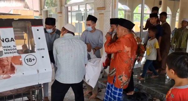 Jamaah Gempar, Pemuda Ditemukan Bersimbah Darah dalam Masjid