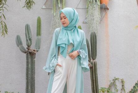 5 Gaya Hijab untuk Traveling, Ini Inspirasi OOTD ala Arafah Rianti hingga Bella Attamimi