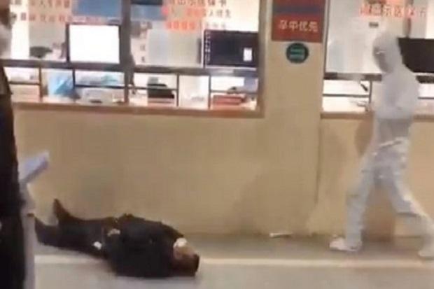 Bak Zombie, Para Korban Virus Wuhan di China Ambruk di Jalan-jalan