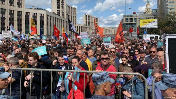 Russians rally for independent candidates to stand in elections