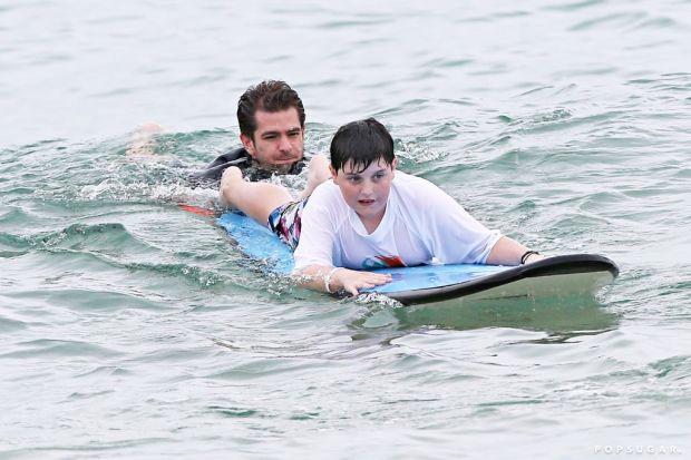 Hobi Menantang Ombak, Ini 5 Seleb Hollywood yang Doyan Surfing