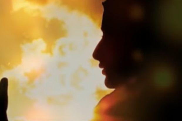 Subhanallah, Dia Bagaikan Bulan Purnama di Malam yang Gelap