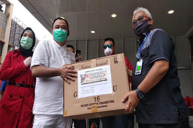 YLKI Sumsel Sumbang Ratusan Set APD ke Rumah Sakit dan Puskesmas