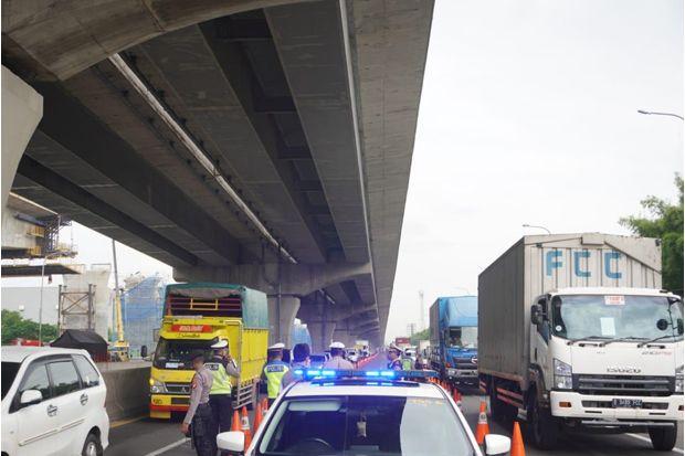 Larangan Mudik, Kendaraan Keluar Jakarta via Tol Japek Turun 59%