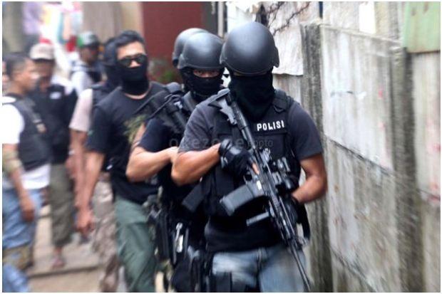 Densus 88 Tangkap 3 Terduga Teroris di Serang