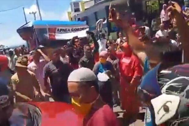 Akses Ditutup karena Pendemi Corona, Ratusan Pedagang di Pasar Ternate Mengamuk