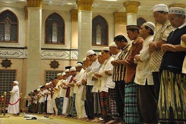 Hukum Salat Berjamaah Bagi Laki-laki Menurut Mazhab Syafi'i