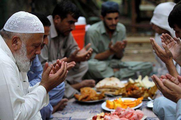 3 Waktu Terkabulnya Doa di Bulan Ramadhan
