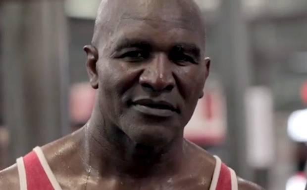 Holyfield Balas Ajakan Perang Mike Tyson