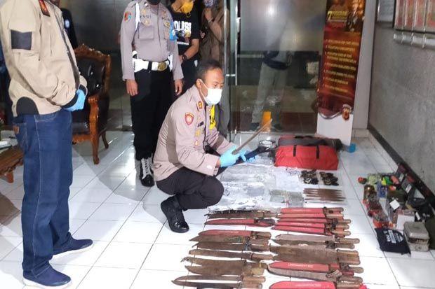 Penggeledahan Gudang Milik Terduga Teroris, Polisi Temukan Peralatan Latihan Semi Militer