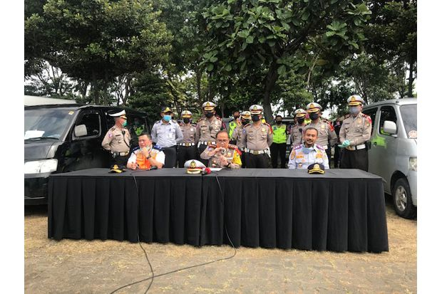 Puncak Nekat Mudik, 95 Kendaraan Travel Gelap Diamankan Polda Metro Jaya