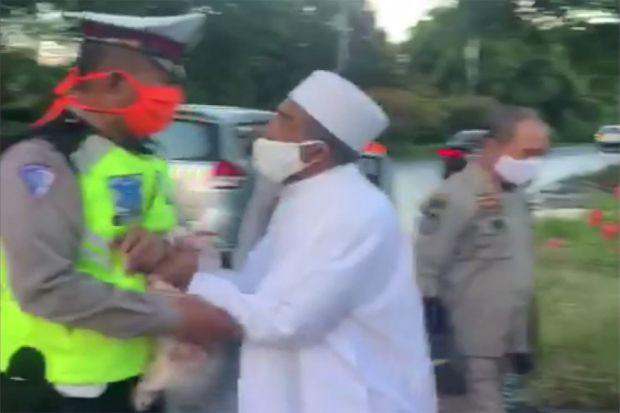 Viral, Pelanggar PSBB di Surabaya Lawan Petugas Saat Akan Ditindak
