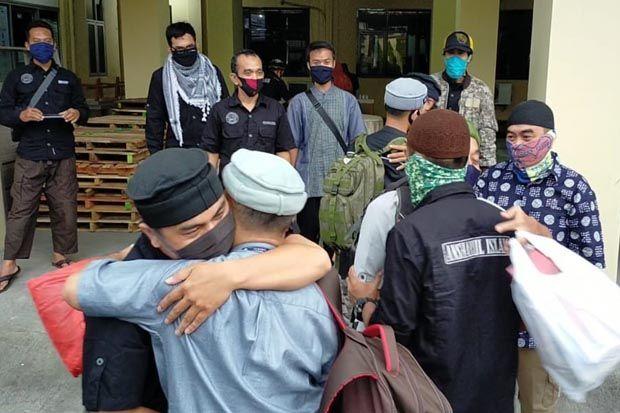 Tangis Haru Keluarga Sambut Pembebasan 3 Mantan Napi Teroris di Tasikmalaya