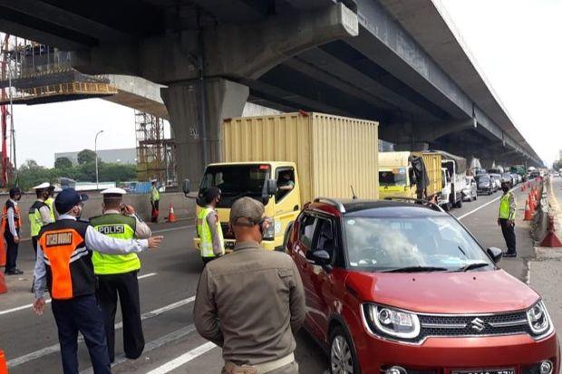 Hendak Mudik, 8.013 Kendaraan Dipaksa Putar Balik di Tol Jakarta-Cikampek