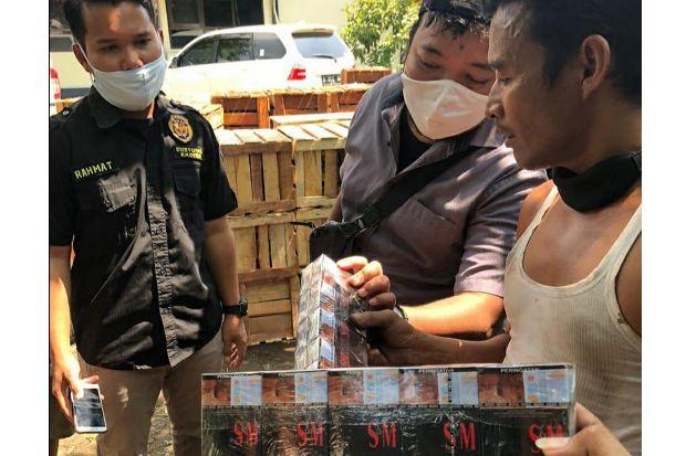 Bea Cukai Berhasil Amankan Rokok Ilegal Disamarkan dalam Muatan Buah