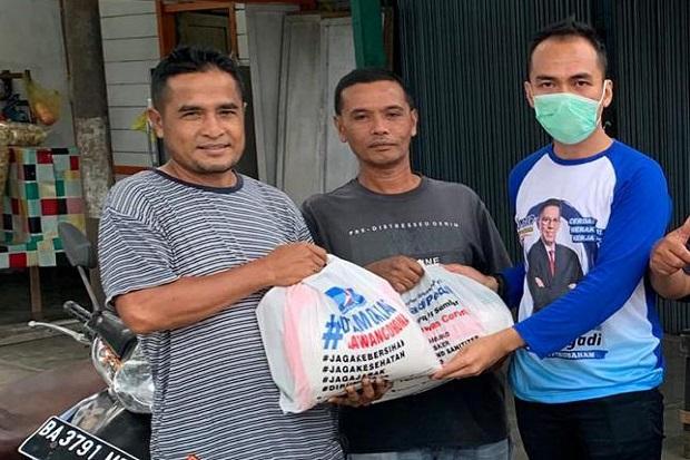 Jelang Lebaran, Mulyadi Bagikan 10.000 Paket Sembako untuk Warga Sumbar