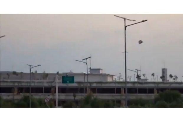 Balon Udara Mendarat di Bandara Diabadikan Pengamat Penerbangan