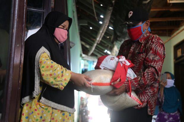 Mengintip Penyaluran Bansos Presiden Tahap 3 di Bekasi