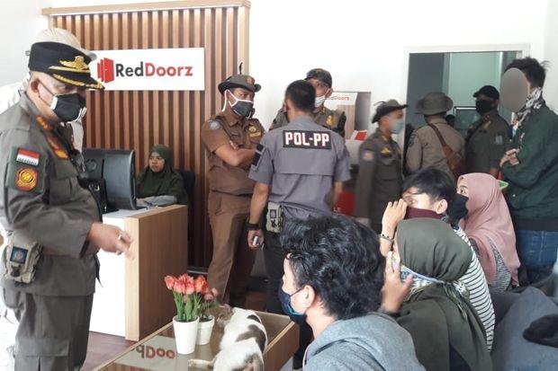 Razia PSBB di Tangsel, Enam Pasang ABG Diciduk di Kamar Hotel