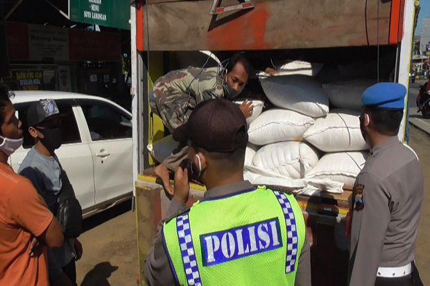 Kembali ke Jakarta, Dua Pemudik Sembunyi di Tumpukan Karung Jagung