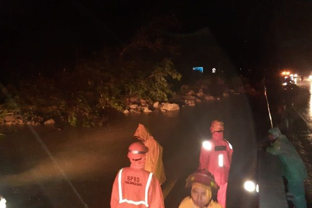 Hujan Deras, Tebing Longsor Tutup Akses Jalur Tol Semarang-Solo