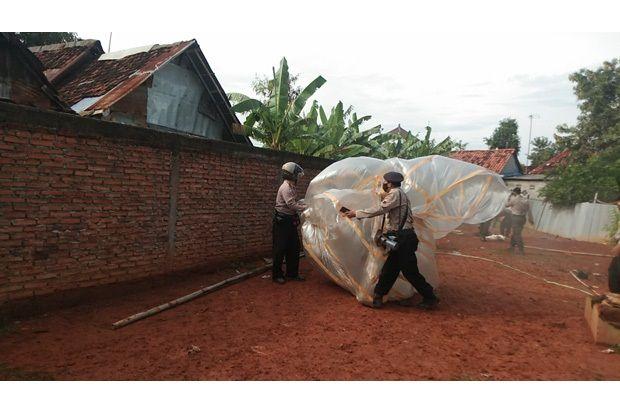 Polisi Amankan Belasan Balon dan Ratusan Petasan