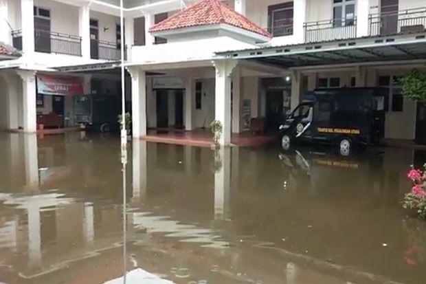 Banjir Rob Landa Pekalongan, Markas Tentara dan Polisi Ikut Terendam